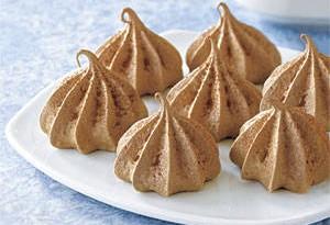 La ricetta per preparare le meringhe al cioccolato