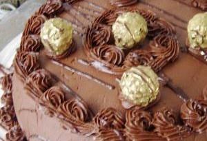 Come preparare la torta Ferrero Rocher