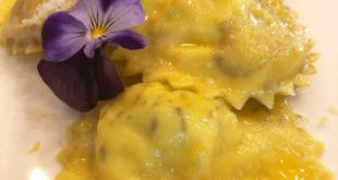 Raviolo dolce ripieno di ananas, pinoli ed uvetta: la ricetta