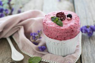La ricetta dei soufflé ghiacciati ai frutti di bosco